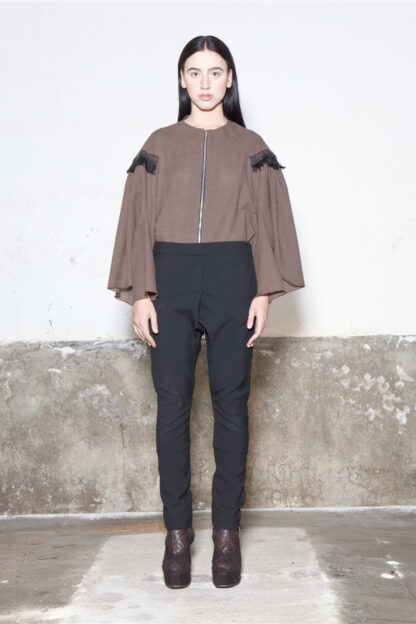 Txell Miras FW19-J54 chaqueta capa marrón + FW19-P33 pantalon baggy clasico