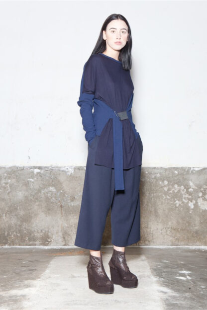 Txell Miras FW19-T05 top azul marino + FW19-P34 pantalon pinzas azul marino