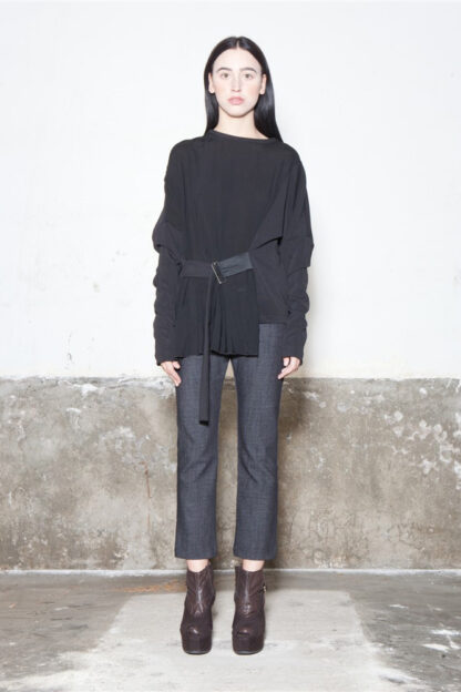 Txell Miras FW19-T05 belt top black + FW19-P35 denim tube pants