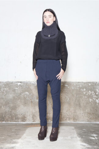 Txell Miras FW19-T08 black top + FW19-P33 navy baggy + coll-collaret antracite