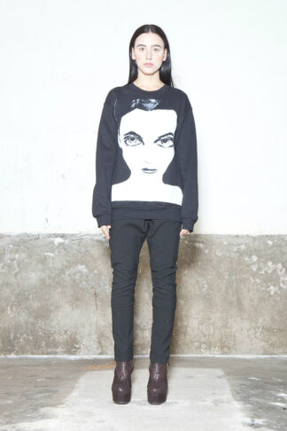 Txell Miras sweatshirt face girl